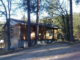An incredible 3 bedroom, 2 bath cabin minutes from Rushmore
