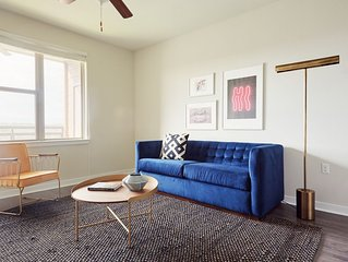 Sonder | West Congress | Colorful 1BR + Balcony
