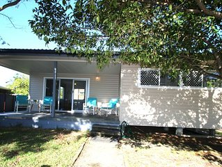 CUTE AND CONVENIENT COTTAGE - 50m to the beach