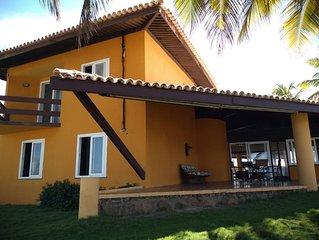 Casa em frente a praia em Condominio fechado. Conforto, Espaco e Seguranca.