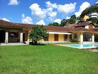 DENTRO da Granja Comary: terreno PLANO, SEM escadas NOVA area gourmet na piscina