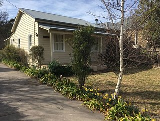 Sherwood Cottage - Bowral, 5 mins walk to town, yet a lovely private position