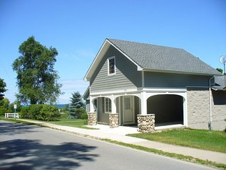 Park Place Guest House (600 feet from Lake Michigan Beach)
