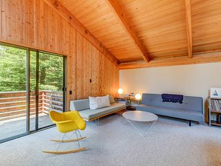 Stylish House for a Quiet Getaway, Ocean & Nature Views, Short Drive to Beaches