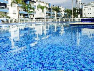 Grande cobertura com piscina privada de frente ao mar