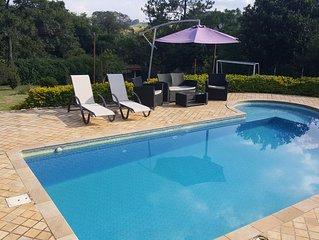 Lindo Sitio em Atibaia com piscina com hidro e mini campo de futebol