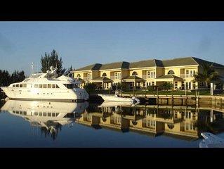 Scarborough Villas #2 · Luxurious Villa - Deepwater Channel - Docks & Pool