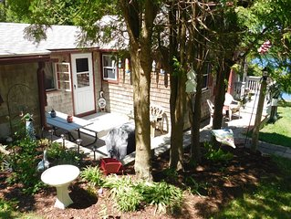 Charming Cottage with View of Hoxie Pond