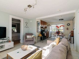 Charming private Bloomfield Gem close to city, hosp. & more