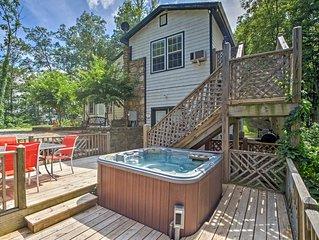 Weaverville Cottage w/Deck, Hot Tub & Scenic Views
