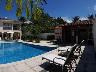 Linda casa com piscinão! ótima localização, pagamento no cartão em até 12 x.