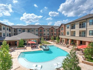 Spacious Woodlands TX Rental With First Class Amenities