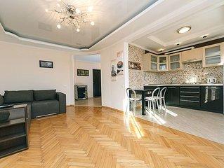 One bedroom. Luxe. 11 Baseina str. Centre of Kiev - Apartment, Sleeps 3