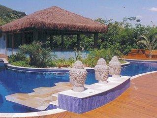 Casa em Condomínio Fechado com 3 dorms (1 suite) - Camburi