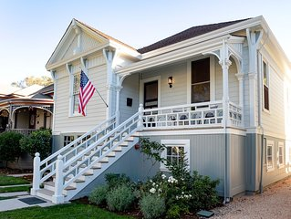 The Banks House - remodeled historic home - short walk to downtown - sleeps 6