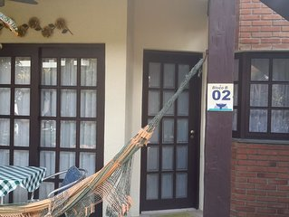 Apartamento em condomínio fechado à 100 metros da Praia - 02 - dormitórios.