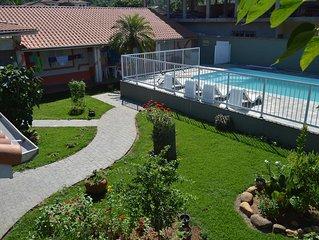 Aconchegante casa-Toninhas/Ubatuba-6suites/6vagas/piscina/churrsq/300m da praia
