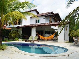 Casa nova, ampla, moderna e aconchegante em condomínio à beira-mar