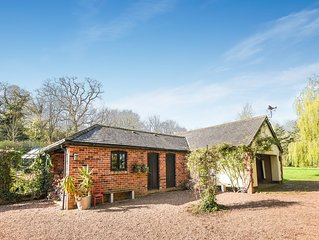 The Goose House. Detached, self-contained lodge in idyllic meadow. Exeter 2.1 mi