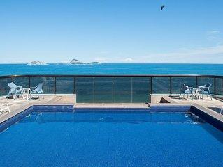 Espectacular vista da piscina da cobertura
