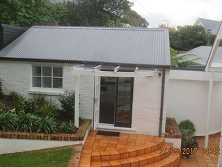 Smart and tidy cottage close to CBD.