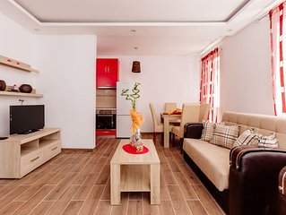 Dram Vacation Apartments- Red Studio