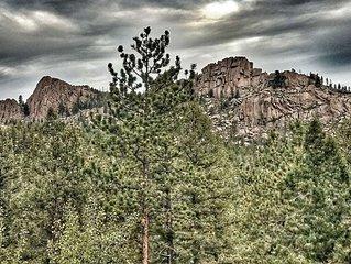 Beautiful Private Cabin, Views of Turkey Rock, Close to Hiking, 4-Wheeling, Rock