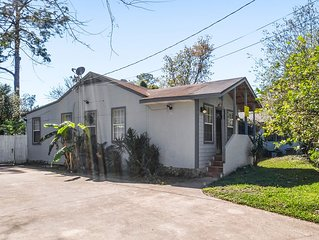 3/2 Murray Hill Bungalow Home With BBQ Grill