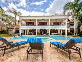 Contemporary Villa near Minitas Beach, Cook + Housekeeping, AC, Free Wifi, Conci