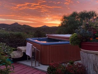 Luxury Suite In A Mountain Hilltop Retreat ~ Lush Garden Oasis ~ Sunset Hot Tub!