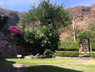 Country House with Pool in Malinalco, Mexico, 12 guests