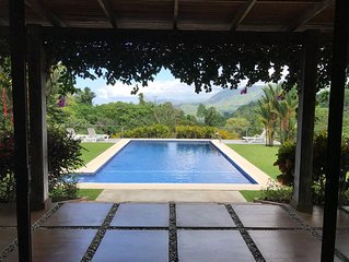 Get away from the crowds! Jungle Villa five minutes from the Ocean with AC!