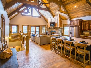 Beautiful Craftsman style cabin only minutes from downtown Blue Ridge!