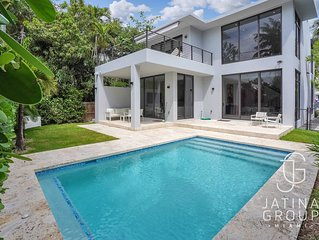 New Modern Coconut Grove 4Bedroom Villa with Pool!