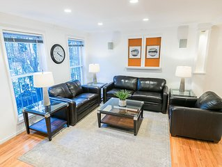 Sleeps 10 - 3 Bedroom - 2.5 Bath - 5 Beds - BBQ - Deck - Just 7 Minutes to NYC 2