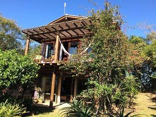 Casa localizada junto a uma lagoa doce, com vista pro mar e muito aconchego!!