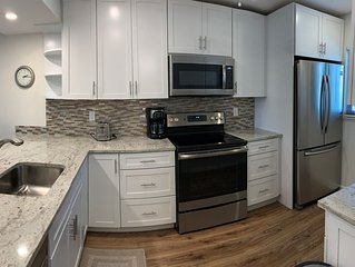 Renovated 2 Bed/2 Bath Garden View Unit in Gulf Side Property