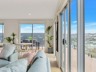 Port Elliot: lovely new home near Pt Elliot & Boomer Beach. Fenced Pet friendly