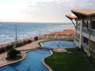 Apartamento mobiliado no melhor condomínio de Canoa Quebrada, frente para o mar.