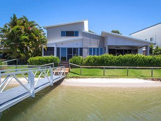 Couran Island Retreat - Luxury Waterfront