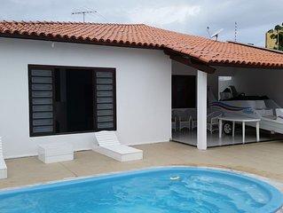 Casa com 03 quartos, piscina, a 200 metros da Praia de  Barra de Sao Miguel