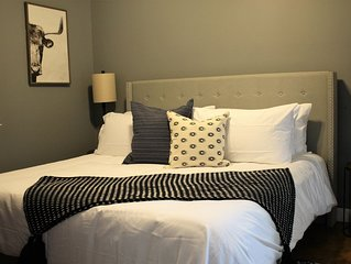 ✺ Stylish condo | Downtown | King Bed | Fast Wi-Fi✺