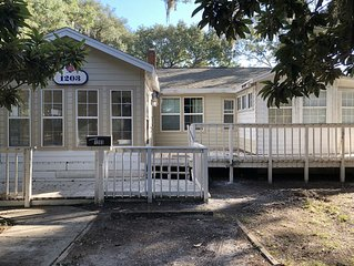Beautiful 2 bedroom 2 bath apartment close to UF