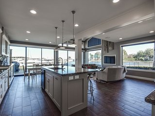 Gorgeous Spacious Waterfront Townhome