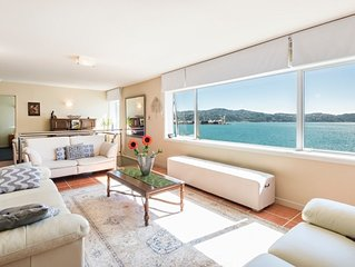 Stay by the Beach - Oriental Bay Apartment