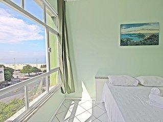Studio moderno com linda vista para a praia de Copacabana