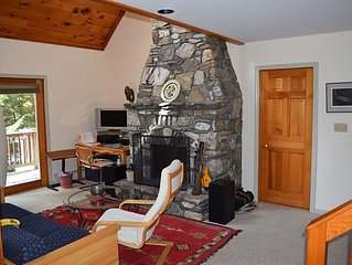 Lakefront modern house--privacy, deck, dock & fireplace sleeps 8