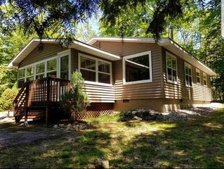 Cozy Cottage on a Private Wooded Lot, Close to Lake Charlevoix!