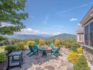 Summer getaway! Spectacular Mountain Views -  4 miles from Storyland!