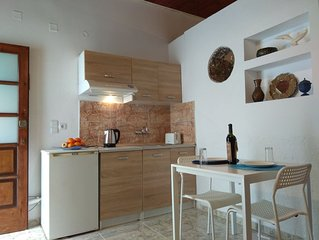 studio in the center of kissamos, next to the museum 200m from the bea